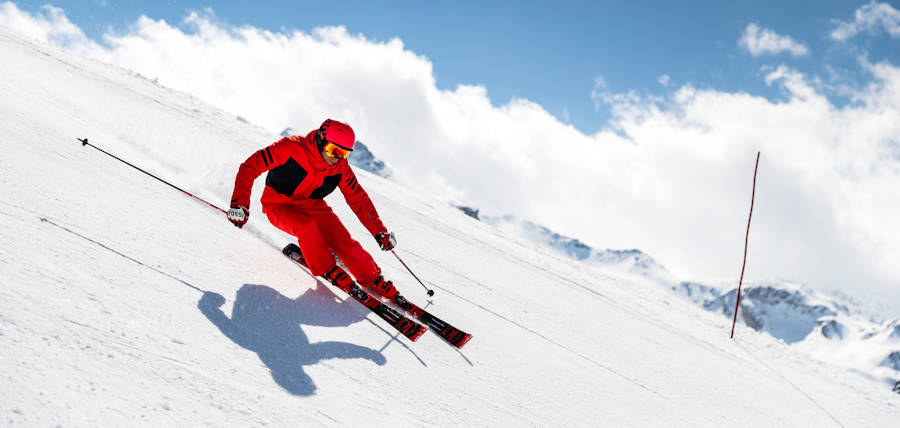 Performance skier in action, Jindabyne, Snowy Mountains NSW